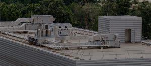 Azotea de edificio con sistemas de climatización