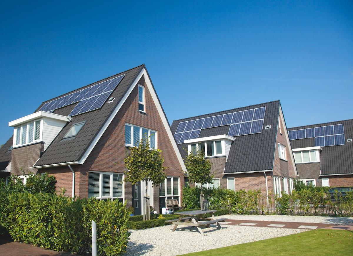 Placas solares en casas casa con sol de placas solares trmicas en techo fotos with placas - Instalar placas solares en casa ...