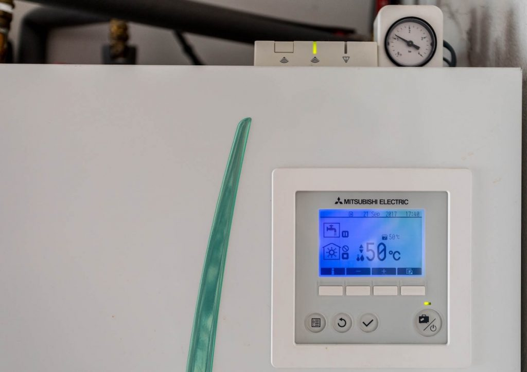 Caldera conectada a inversor fotovoltaica + aerotermia en domicilio particular